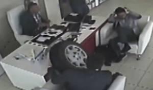 תאונה שכזאת: הגלגל טס לתוך בית המרקחת