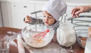 הילדים רוצים לעזור לבשל? כך תמנעו סכנה