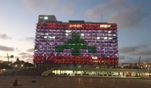 למרות הביקורת: תל אביב האירה דגל לבנון
