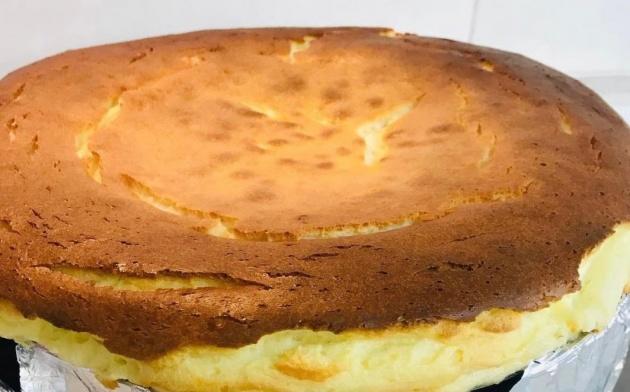 עוגת גבינה אפויה על בסיס עוגיות שוקולד