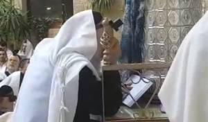 """וידאו: הגר""""ר אלבז בקריאת ההפטרה בבכי"""