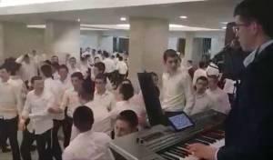 במסיבה ב'קול תורה': שירי הניצחון של 'דגל'