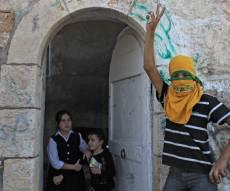 נגד חתונה מעורבת. למצולמים אין קשר לכתבה. - 93% מהיהודים: לא רוצים שילדינו יתחתנו עם ערבים