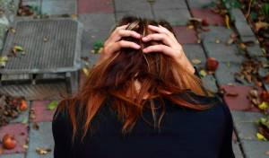 הטריק המוזר להרגעת חרדה שאושר על ידי פסיכולוג