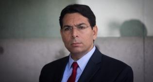 """השגריר נגד סנדרס: """"שילוב של בור ושקרן"""""""