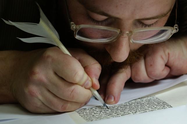 """סקר בישראל: 93% מחזיקים בתנ""""ך"""
