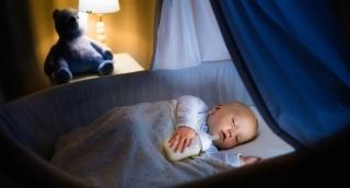 התינוק נרדם רק עם בקבוק? זה מה שתעשו
