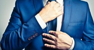 מדריך חובה שכל אחד צריך לשנן - אחת ולתמיד: איך קושרים עניבה נכון בקלות