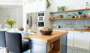 מתלבטים אילו צבעים לבחור למטבח? הקשיבו למעצבת ג'ואנה גיינס