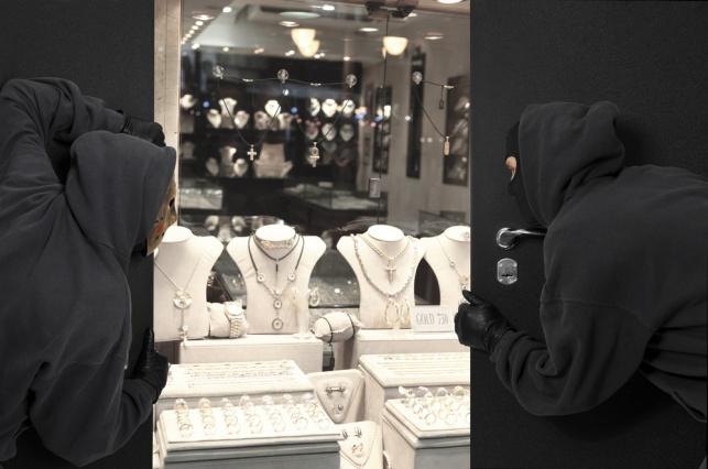 נצרת: רעולי פנים ירו ושדדו חנות תכשיטים