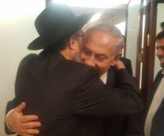 הרב דוד נחשון בחיבוק עם ראש הממשלה - הכחשה: 'הקשר בין ביבי נתניהו לנעה - סביר'