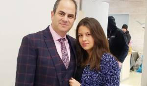 אביגיל ביר עם אביה
