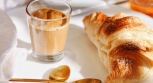 לשתות קפה מיד על הבוקר? לא מומלץ