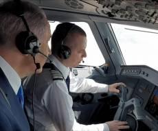 """""""רמון, כאן ארקיע 763"""" • נתניהו בתא הטייס"""