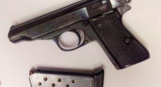 החביאו אקדח ליד הסוכה ונעצרו