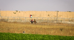 מצטלמים ליד הגבול - נמנעה חדירתם של ארבעה מחבלים מעזה
