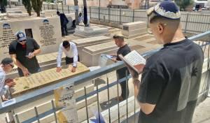 """'סטטיק' התפלל בציון מרן הרב עובדיה יוסף זצ""""ל"""