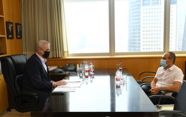 רוני גמזו בפגישה עם גנץ, היום