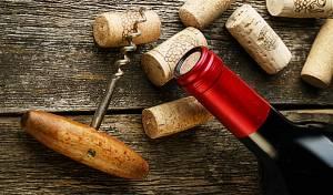 כך תחלצו פקק מבקבוק יין ללא מפתח