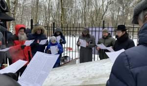 מניין יהודים בקברו של מייסד תנועת המוסר