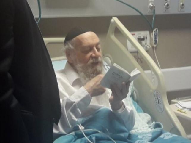 הרב בצרי בבית החולים