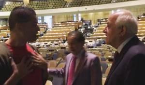 """הקומיקאי לשגריר הפלסטיני באו""""ם: """"קח את פתח תקווה"""""""