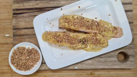 ושמחת בחגך: סלמון צלוי עם קרם חרדל ודבש וברס לוז