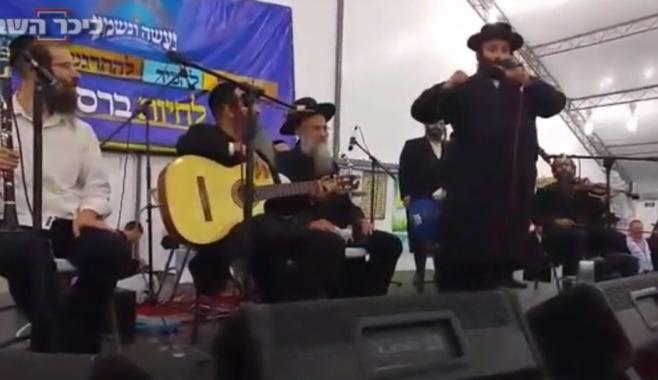 צפו: הרב גולדשמידט ויואלי קליין שרים באומן