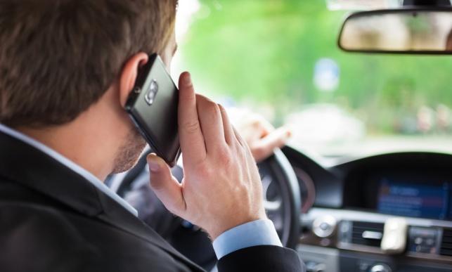 שימוש בטלפון נייד בשעת עצירה