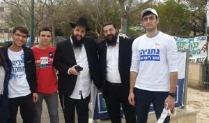 אחדות מרגשת: פעילי כל המפלגות הניחו תפילין
