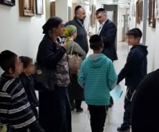 הפגנת הילדים בעירייה. ארכיון - הסכם באלעד: ילדי החיידר יחזרו ללימודים