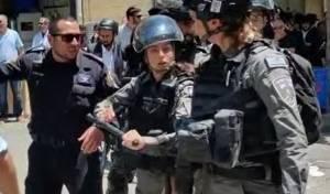 """ח""""כים נתקלו בקיצונים; שוטרים שלפו אלות"""