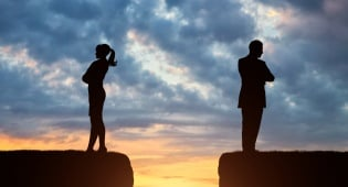 זכות בלעדית לבחור את הערכאה - למי?