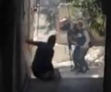 קשה לצפייה: פלסטיני לא חמוש נורה - ומת