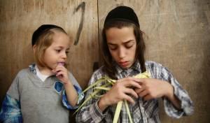 צפו בילדים הירושלמים מייצרים 'קוישיקלאך'