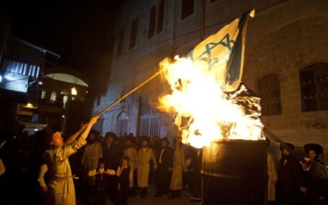 טקס שריפת הדגל. המשטרה תנסה למנוע