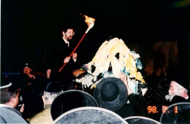 הרבי מבאיאן בהדלקה בצעירותו