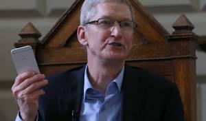 """יש לו סיבות להיות מרוצה. טים קוק מנכ""""ל אפל"""