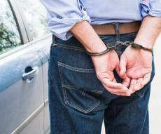 כתב אישום: פרץ לדירה וגנב תכשיטים יקרים
