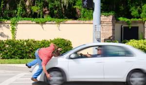 גרסאות שונות לפגיעה ברגל של נהג המונית. אילוסטרציה - הנהג עלה על רגלו של הקורבן? השופט לא השתכנע
