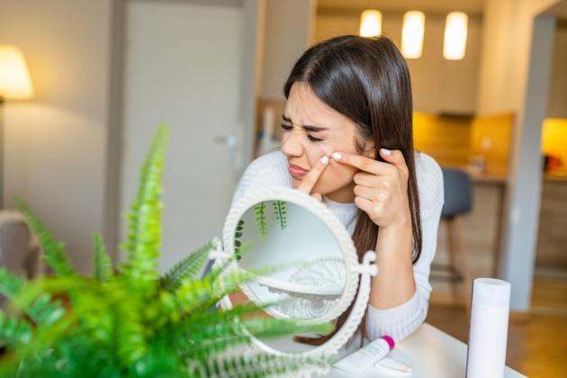 9 דברים שאסור לומר לאישה עם אקנה