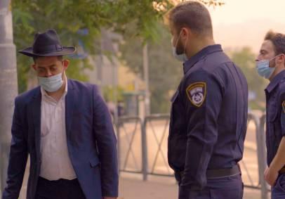 בסגר: כשאברך חרדי נחסם בידי שוטרים. צפו