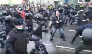 לאחר מעצרו של נבלני: מהומות ענק ברוסיה