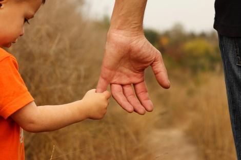 """האב ביקש """"למחוק"""" את האם מחיי הילדים. אילוסטרציה - האב ביקש """"למחוק"""" את האם מחיי הילדים"""