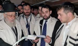 צפו: הראשל״צ הגר״י יוסף בצאת יום כיפור