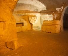 סיור מצולם במערות הקבורה בבית שערים