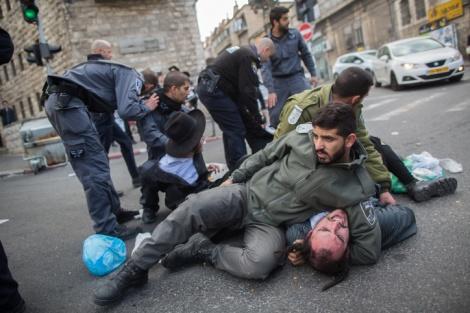 אילוסטרציה - סוף לאלימות המשטרתית? - כל שוטר יצולם