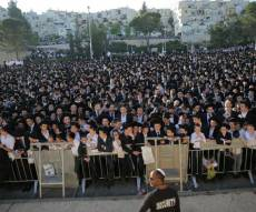 """ההמונים כבר ממתינים לגר""""ח קנייבסקי - הגר""""ח קנייבסקי בירושלים; אלפים ממתינים"""