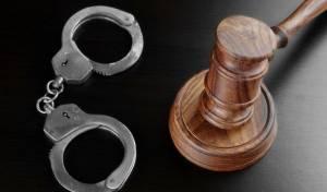 גנב מהשופטים בעת שנכחו בדיונים - ונלכד