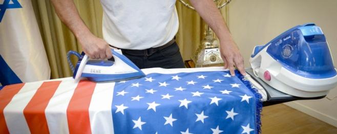 מגהצים את הדגל- ההכנות לביקור טראמפ